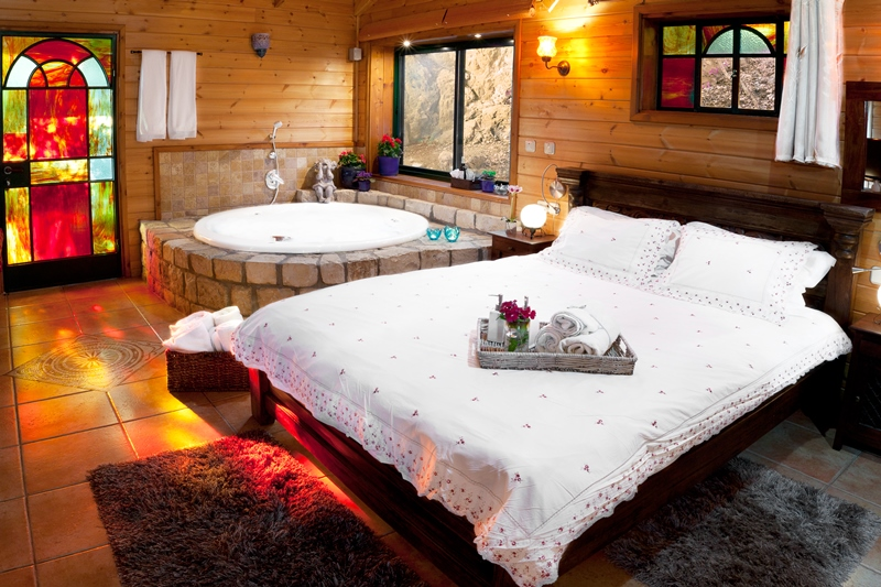 Zimmer_North_Romantic_Cabin (1)